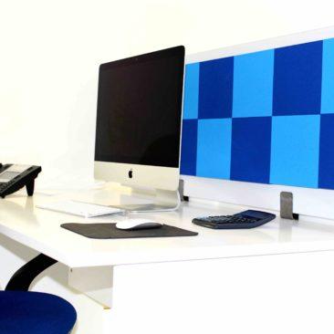 Acoustic screen Damier on the desktop