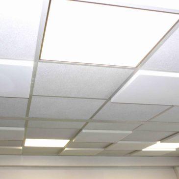 Avez-vous pensé à remplacer simplement vos dalles de faux plafonds par des dalles acoustiques ?