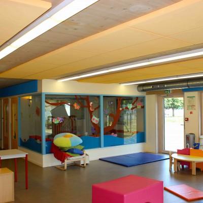 creche avec absorbruit fixé au plafond vue 2