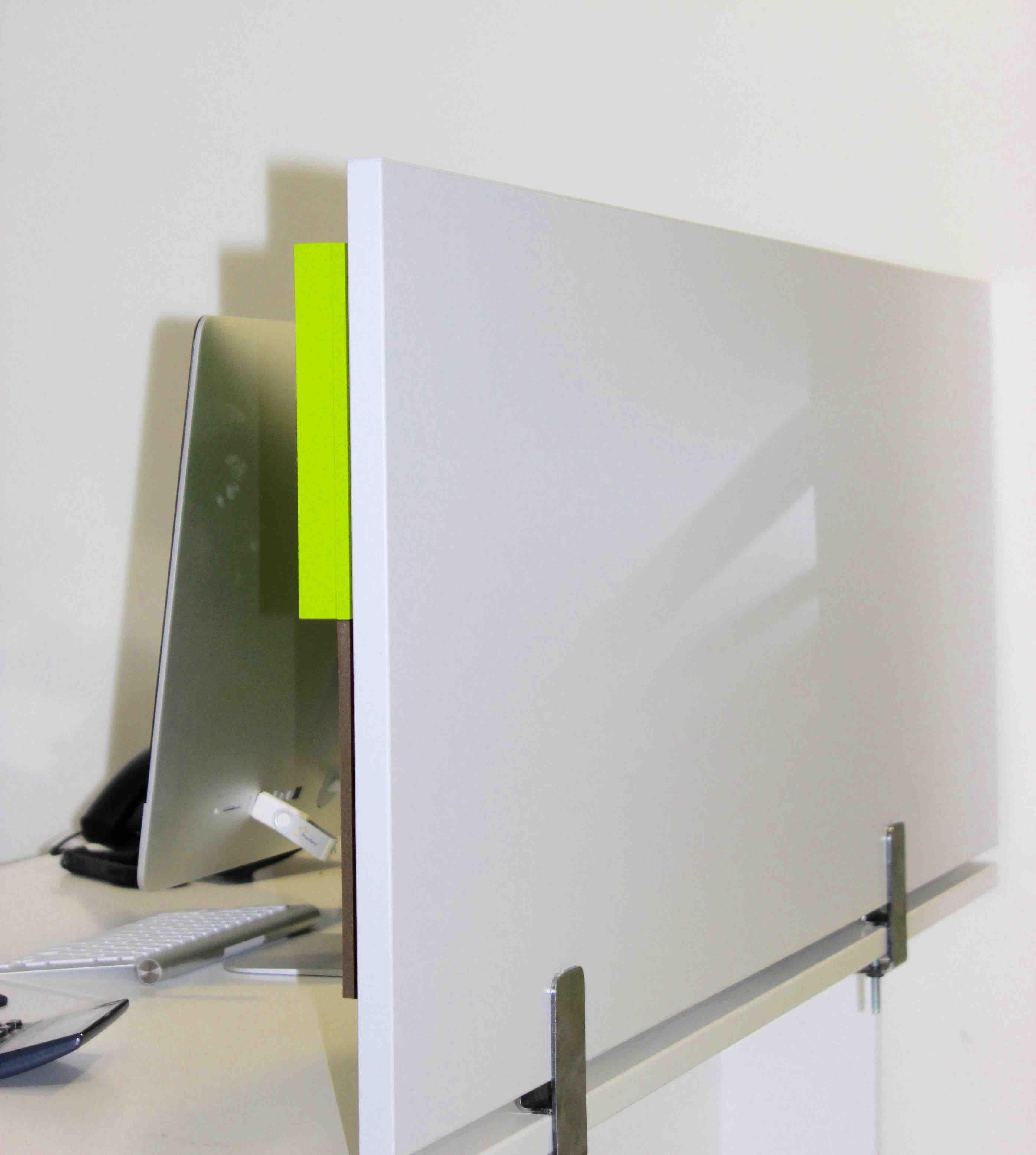 Cloison acoustique damier 3d sur bureau - Cloison acoustique bureau ...